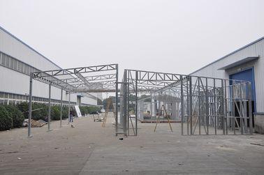 China Wasserdichte vorfabrizierte Hallen/Metallauto verschüttet mit galvanisierten Stahlrahmen distributeur