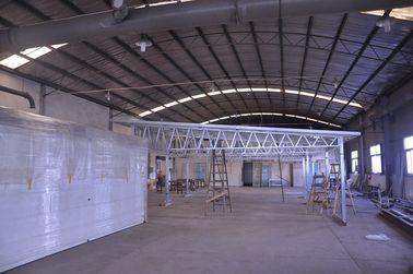 China Schnelle Installations-feuerfeste Metallauto-Hallen, helle Stahlrahmen-Metalllagerschuppen distributeur